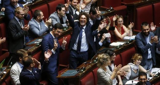 Abolizione vitalizi, prima storica vittoria dedicata ai cittadini!